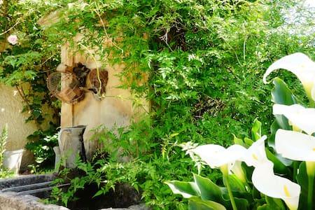 gîte à la ferme - Buisson - บ้าน