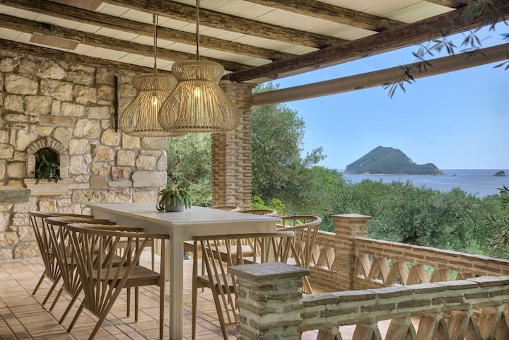 Leeda 3 Bedroom Villa-private pool 300m from beach