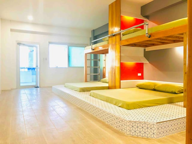 Beach front hostel perfect for families & groups