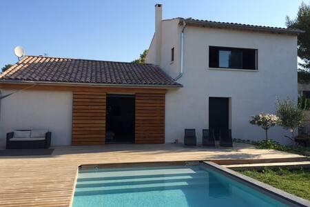 Villa avec piscine centre Venelles (10km d'Aix) - Venelles - Villa