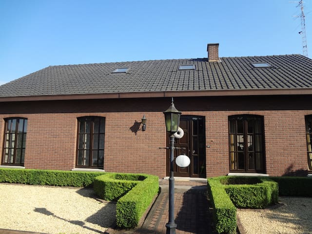 Vacation, starting couples , complete facilities. - Lummen - Apartament
