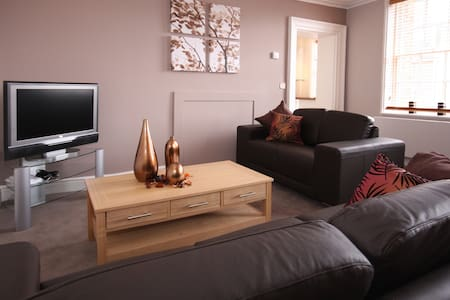 MH Fully Serviced Apartment, Free Wi-Fi, SKY - Wokingham - Apartment