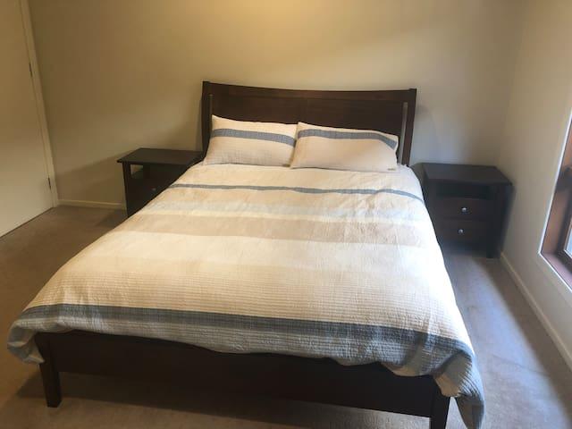 Ground floor guest room, with en-suite.