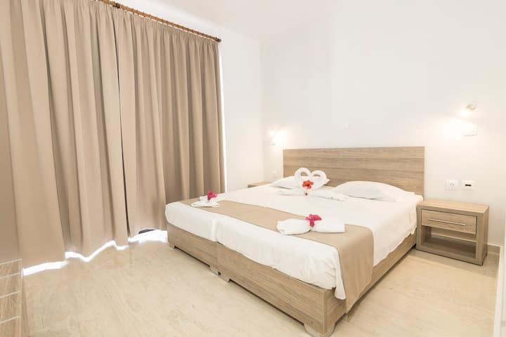 TIVOLI HOTEL - Standard Double Room