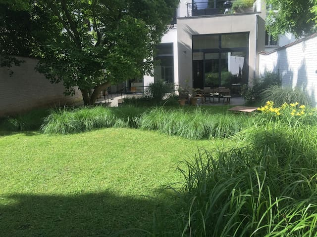 Rooms with a view on a quiet and green garden - Ixelles - Wohnung