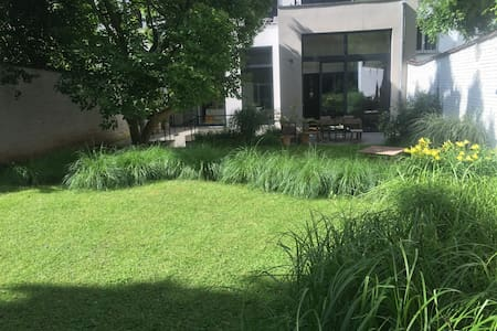 Rooms with a view on a quiet and green garden - Ixelles