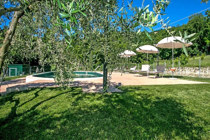 Stunning Villa with Private Pool near Fossombrone