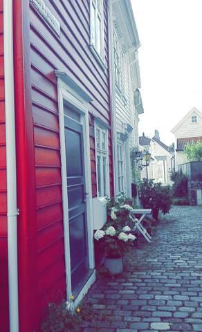 Beautiful wooden house in the center of Bergen - Bergen - House