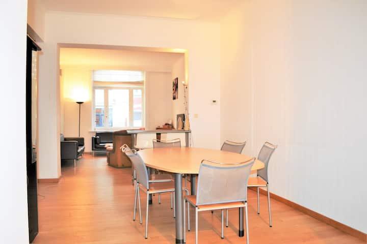 Etage privé avec grande chambre & SDB/ Quartier EU