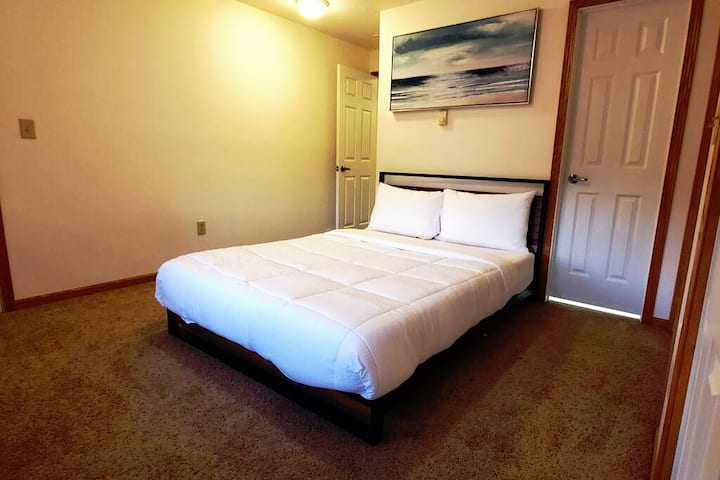 Downtown New Haven Apt - Long Term Stays Welcome!