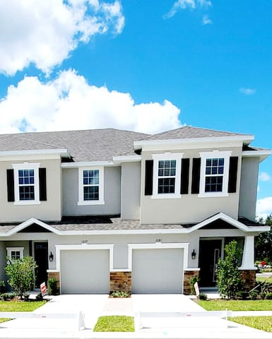 BRAND NEW TOWNHOUSE on Tampa/Wesley Chapel border.