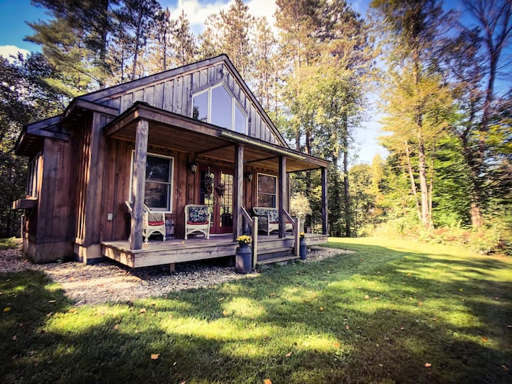 Romantic Private Vermont Cottage - Waterfront