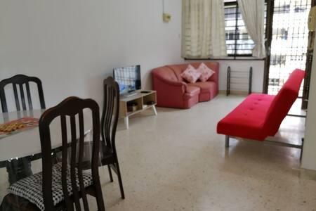 Cheap homestay for 6 near Kek Lok Si ~Penang Hills