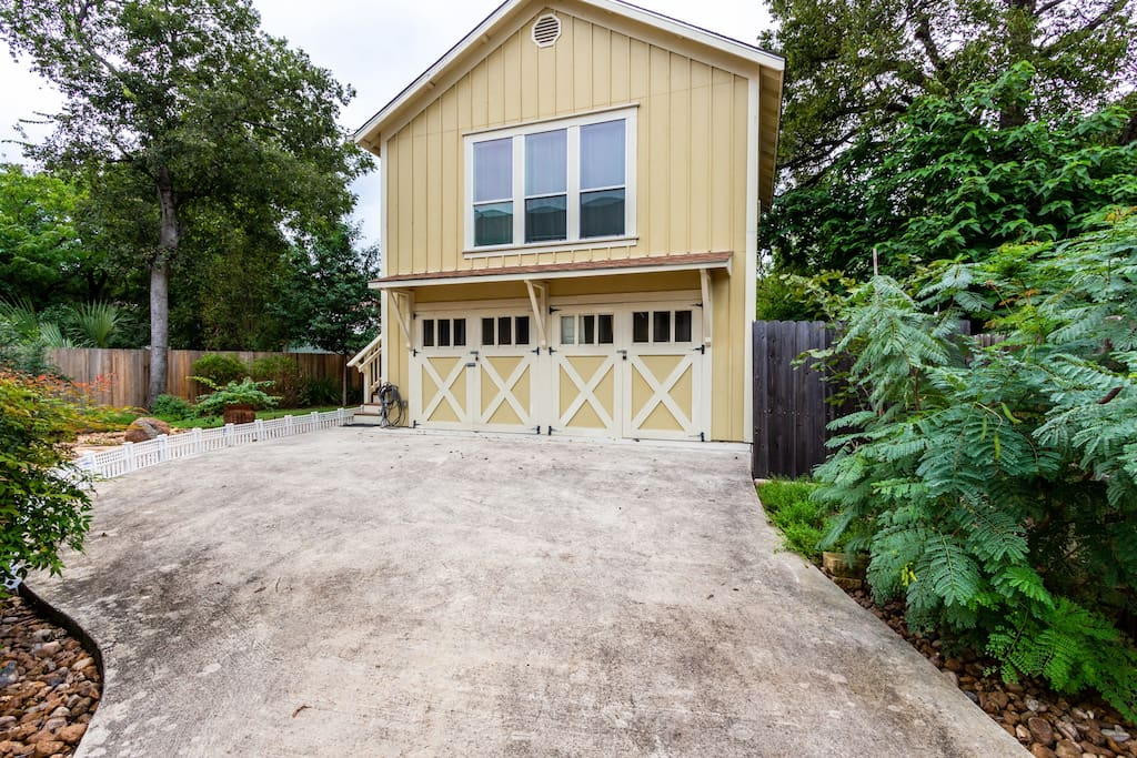 A short walk down the driveway to the Private Studio Apartment above the woodworking shop (which is NEVER used while a guest is in residence. Ask for a tour! We love to show it off.