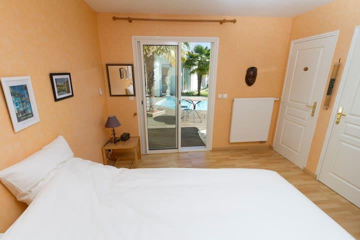 Chambre indépendante + douche + WC - Saint-Aubin-de-Médoc - Haus
