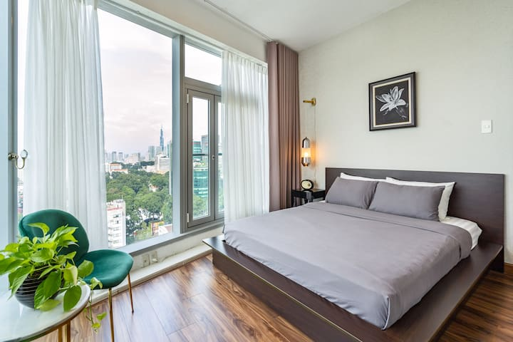 Saigon Luxury Corner Suite in District 1