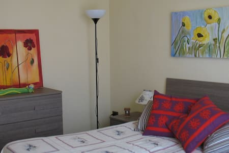 Quiet whole flat close to downtown withfreeparking - Lejlighed
