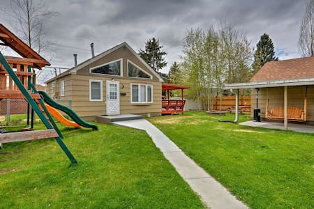Cozy Garden Bungalow with Parking