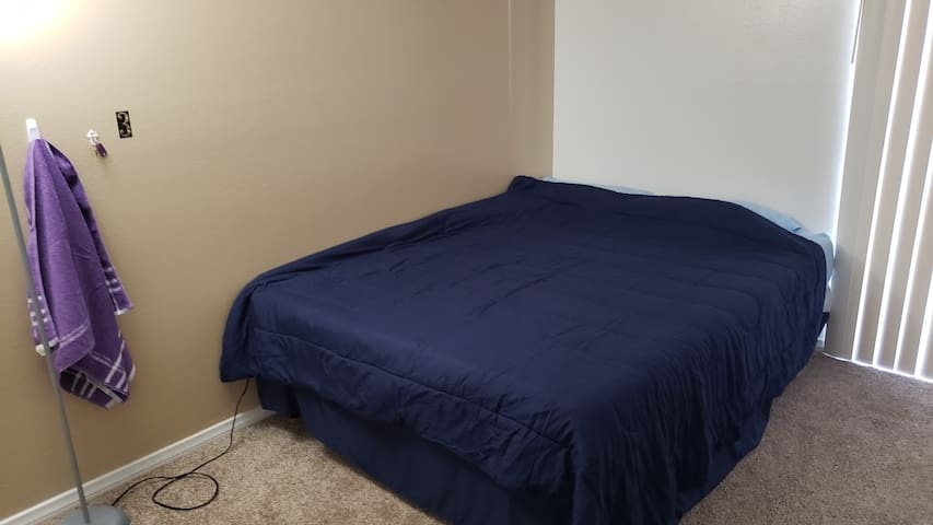 Great bed 3 miles from the strip