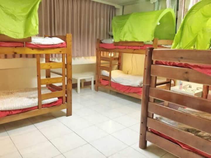 工作室 請進 .studio  enter bunk beds room (mix)