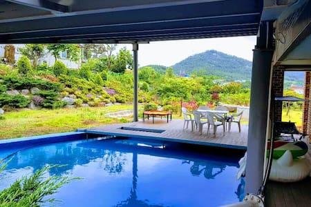 나비채 하우스 (침실 5개+잔디정원/수영장) #  독채 별장 / 가족모임 최고 하우스