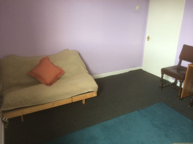 Private Room with Sofabed/Futon - Loanhead - Lägenhet