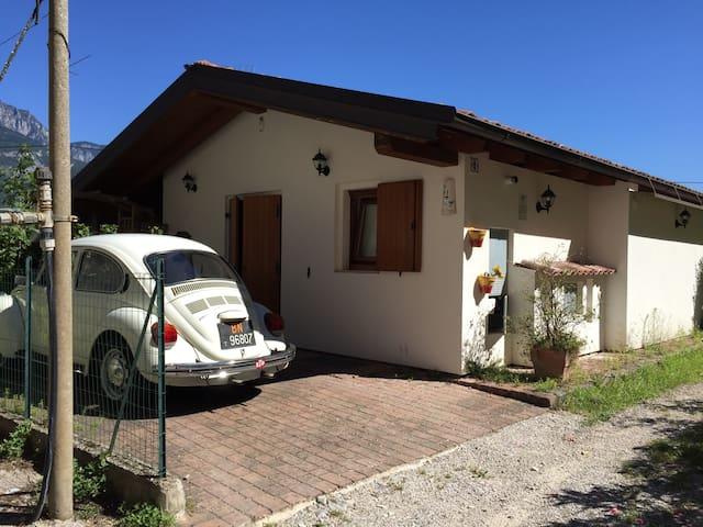 Casa singola con giardino - Grotta - Dom