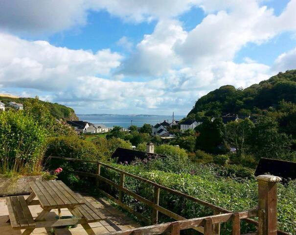 Light and modern sea view apartment in Porthallow