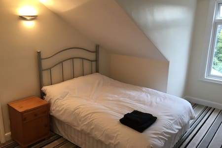 Quiet room in town centre, with free parking - Doncaster - Haus