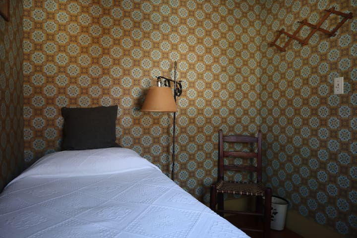Highland House- The Hitchhikers Room