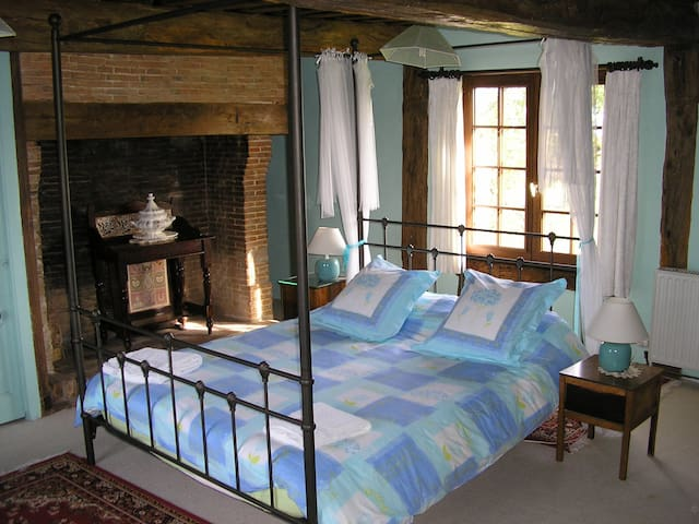 Bed & Breakfast Le Manoir d'Annique Blue Room - Montviette - Rumah