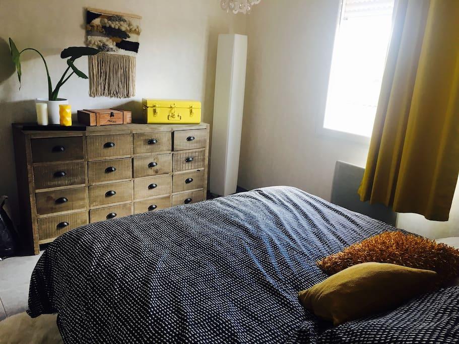 Chambre parentale avec lit en 180
