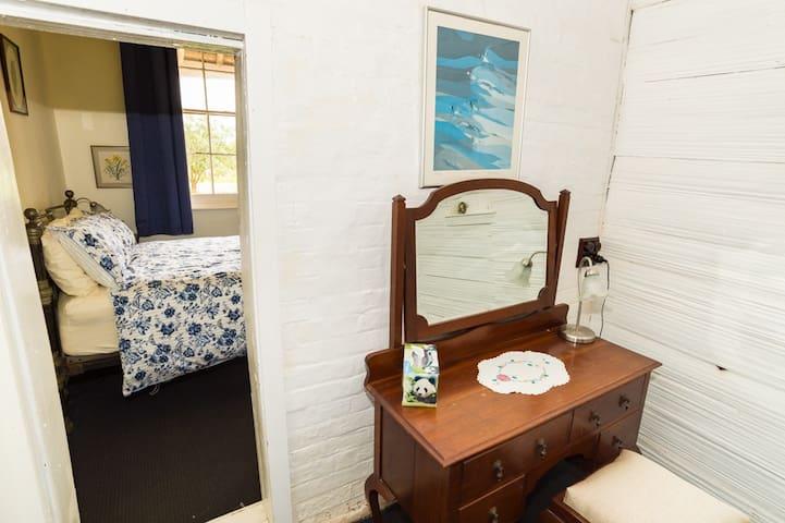Second bedroom anteroom