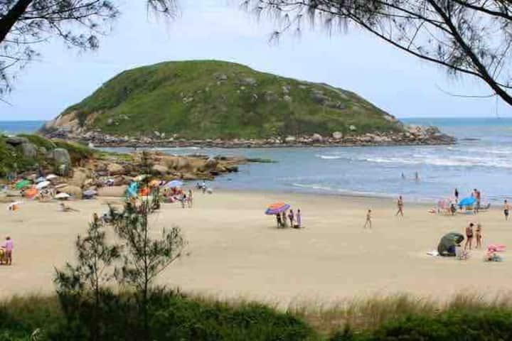 Praia da Vila 🏖 Uma quadra doMar 🏄♂️ Natureza 🌴