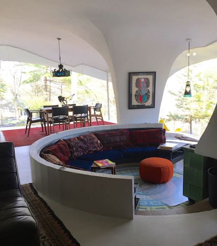 1964 Midcentury Concrete and Glass Getaway - Southbridge - บ้าน
