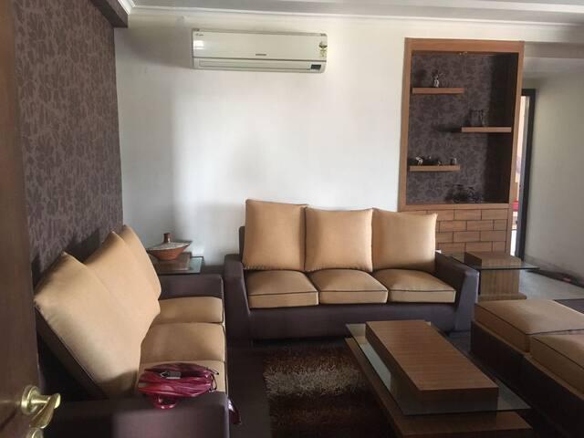 Beautiful Well Furnished  3 BHK Near Birla Mandir - Jaipur - Leilighet