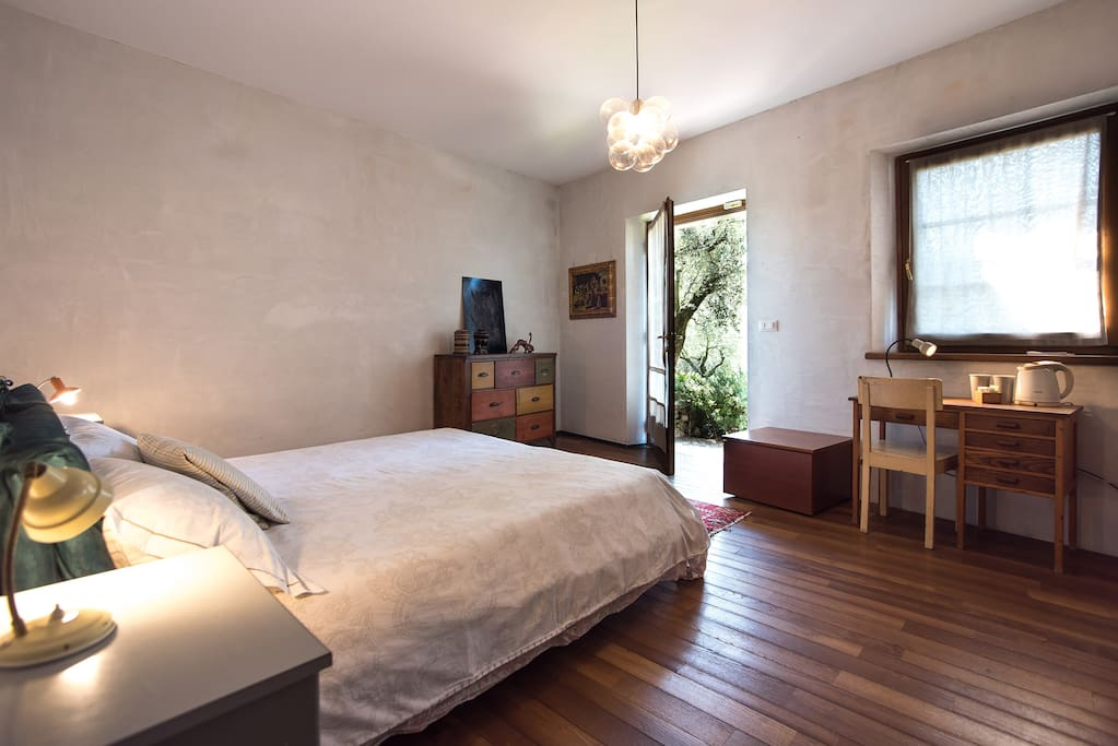 Bedroom with direct access to the garden