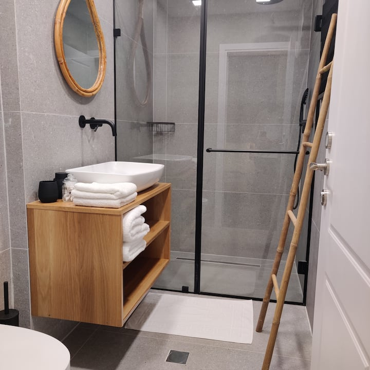 Urbanica Carmel- boutique hotel apt room 6