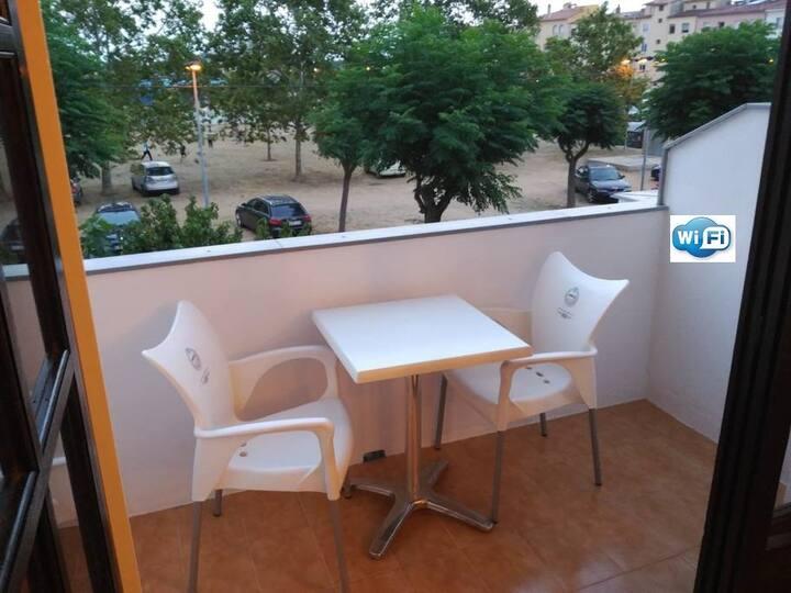 Bonito apartamento con terraza en barrio tranquilo