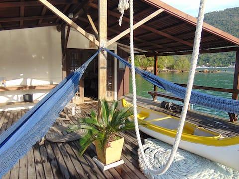 Eco Boat House. A Casa Flutuante Da Ilha Grande.