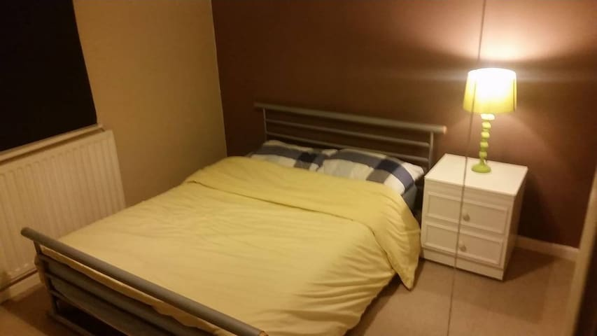 Double bed with great communication links