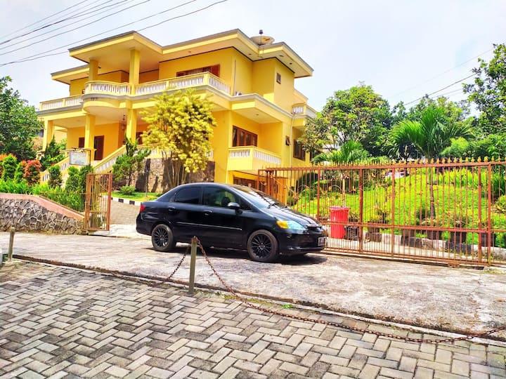 Villa Puncak Mewah Bersih Fasilitas lengkap