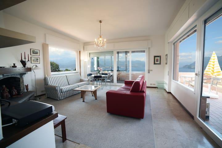 Stresa-Villa indipendente con splendida vista lago