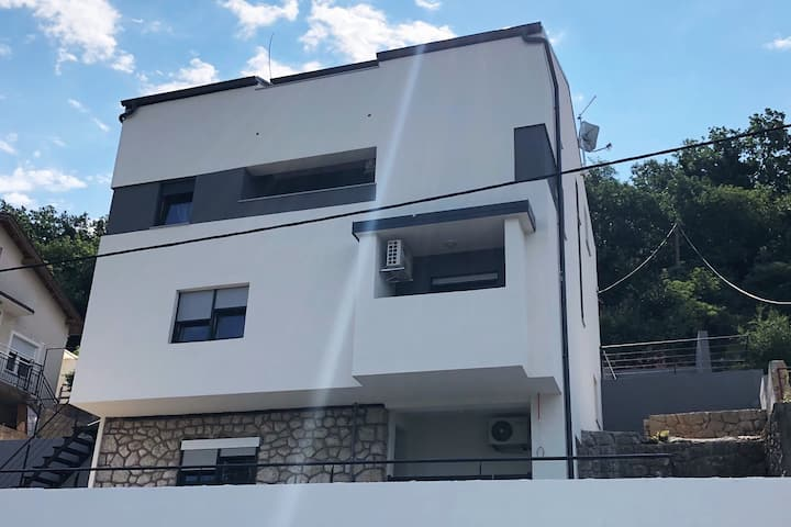 Apartments Jaki 2