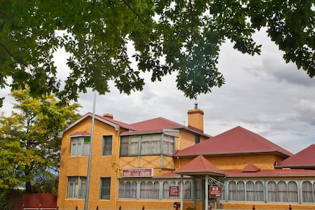 Lovely Old Historical Building, 25 mins to Hobart. - New Norfolk - Szoba reggelivel