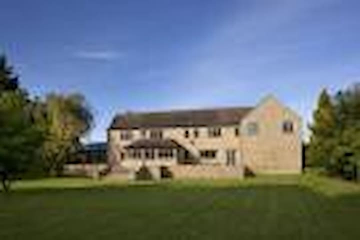 Jacobean Farmhouse in the Cotswolds Bedroom 3 - Leafield - Apartemen