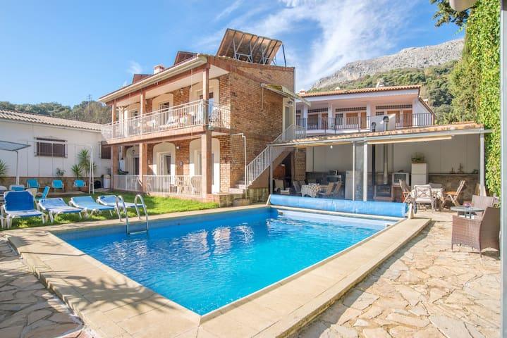 """Hermoso apartamento turístico """"Casa Rural Nacimiento 2"""" con piscina, jardín, Wi-Fi y aire acondicionado"""