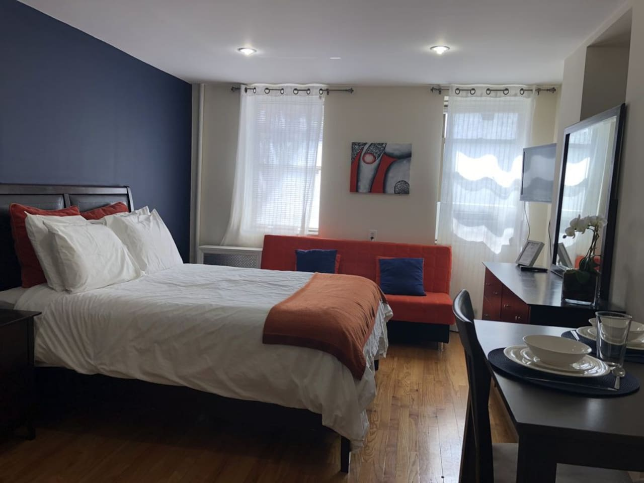 Studio with 1 Queen bed and 1 double sofa bed.