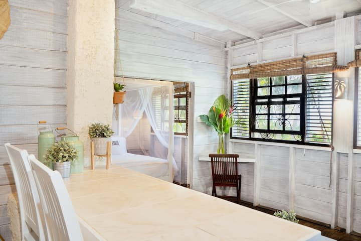 "ECO Lifestyle Lodge-Cottage ""Batts Rock"" Apartment"