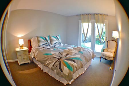 Room 4: A Queen Bed with a Garden View
